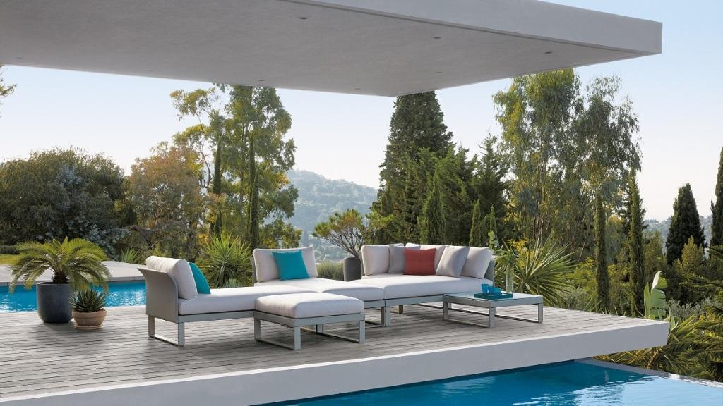 Terrasse avec du mobilier extérieur de la boutique Claire Ambiance en Guadeloupe